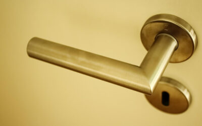 Deadbolts and Deadlatches : The  Biggest Differences in These Front Door Locks